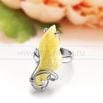 Кольцо из серебра с природным балтийским янтарем цвета слоновой кости