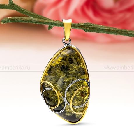 Кулон из серебра, украшенный природным янтарем
