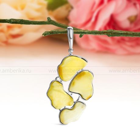 Кулон из серебра, украшенный лимонным балтийским янтарем