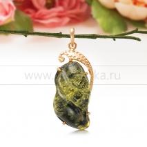 Кулон из золота 585 пробы с зеленым балтийским янтарем