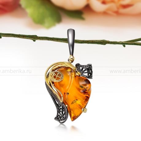 Кулон из серебра с золотистым балтийским янтарем