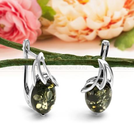Серьги из серебра, украшенные зеленым природным янтарем