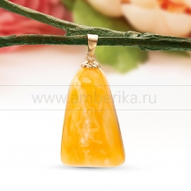 Кулон из золота, украшенный балтийским янтарем