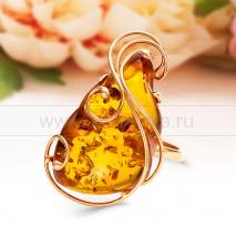 Кольцо из золота с природным балтийским янтарем