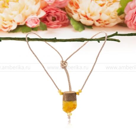 Колье-амулет, украшенный золотистым балтийским янтарем