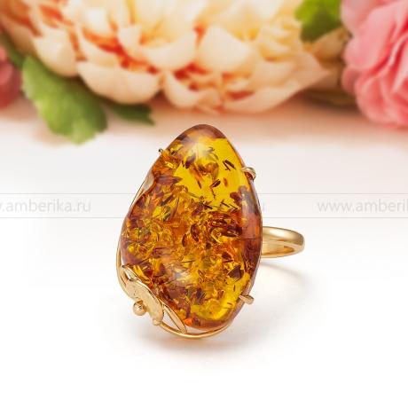 Кольцо из золота 585 пробы с золотистым балтийским янтарем