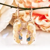 Серьги, украшенные природным янтарем